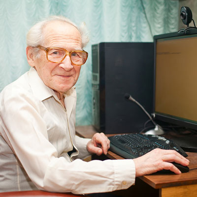 How to Help Your Aging Loved One Avoid the Pitfalls of Social Media